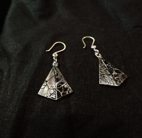Kite golgi stain earrings