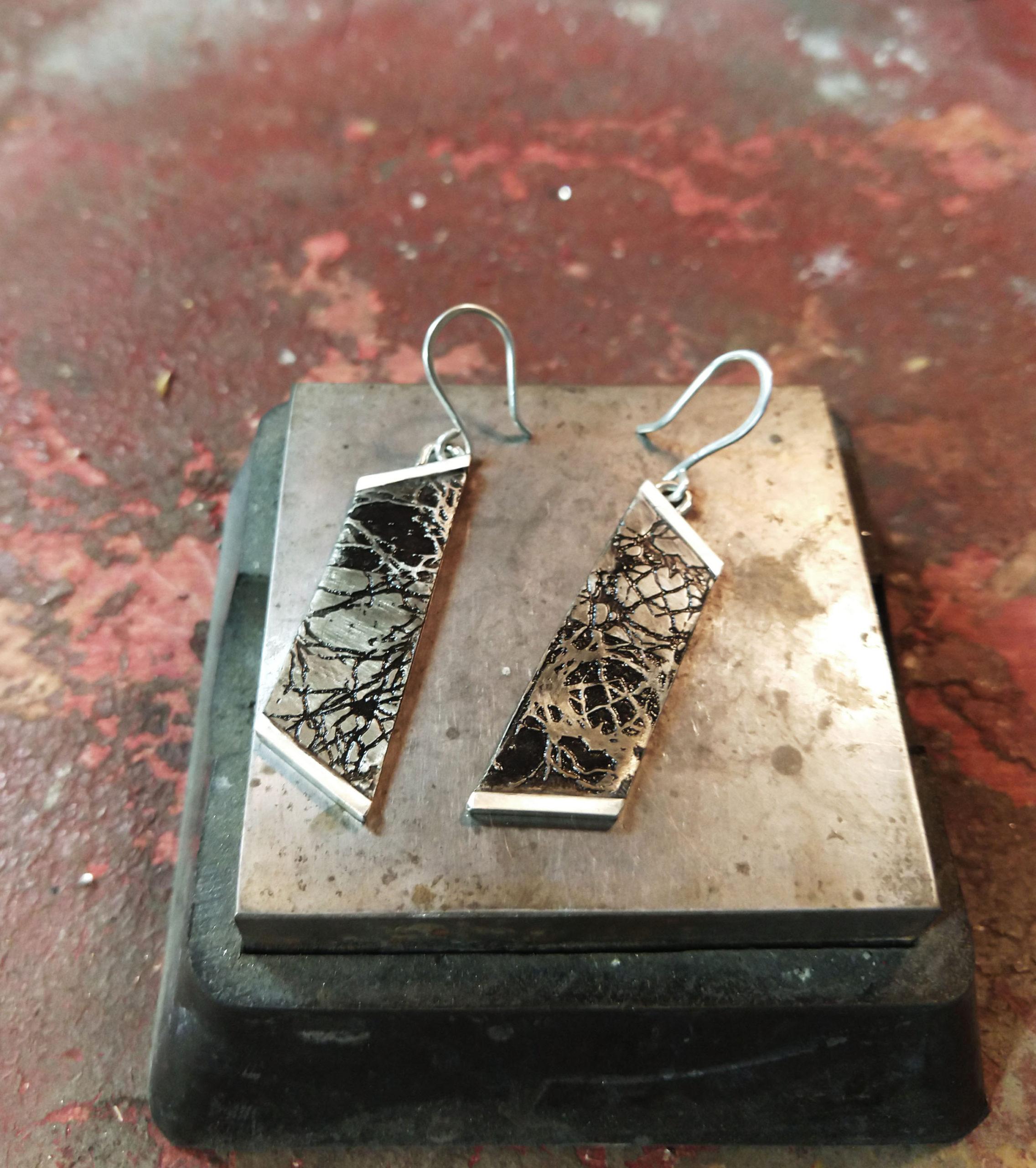 Taper golgi stain earrings